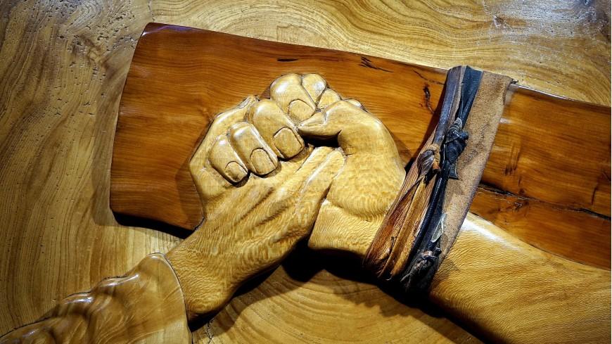 Boh, ktorý sa dotýka
